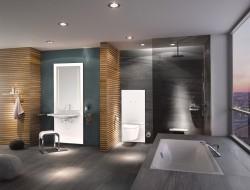 Nach einem barrierefreien Umbau wird das Bad zur komfortablen Wellnessoase. Barrierefreiheit ist gegeben, wenn unter anderem eine Sitzgelegenheit vorhanden ist, der WC-Sitz verstellt werden kann und viel Bewegungsfreiheit besteht. Bild: tdx/HEWI