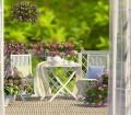 Balkonmöbel aus Holz bieten den Vorteil, dass sie sich in der Sonne nicht stark aufheizen. Möbel aus Metall und Kunststoff hingegen sind pflegeleichter. Bild: fotolia