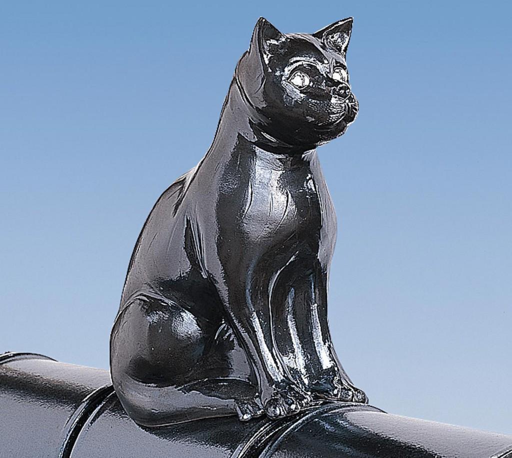 Eine Katze steht für Macht und Stärke. Besonders nachts soll sie über die Bewohner wachen. Bild: tdx/Koramic Dachprodukte