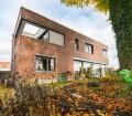 Klinkerfassade, Flachdach und der integrierte Balkon machen das Einfamilienhaus zu einem optischen Highlight. Bild: tdx/Mein Ziegelhaus
