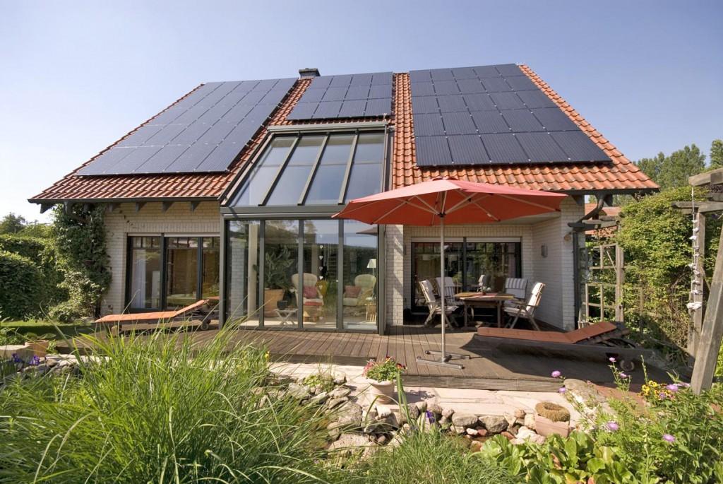 Wenn der Standort passt, kann sich die Stromernte von der Sonne deutlich lohnen. Bild: fotolia