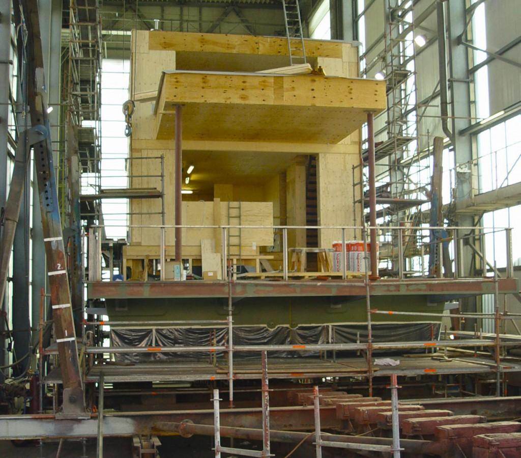 """Im Rahmen des Projektes """"Living on water"""" wurde in einer Kieler Werft ein schwimmendes Haus gebaut, das neben der Architektur vor allem durch seine Energieeffizienz besticht. Bild: tdx/IBU"""
