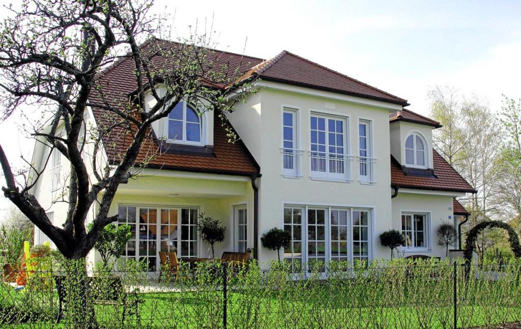 Vielen Häusern sieht man es an, dass die Planung von einem Fachmann stammt. Bild: hausidee.de