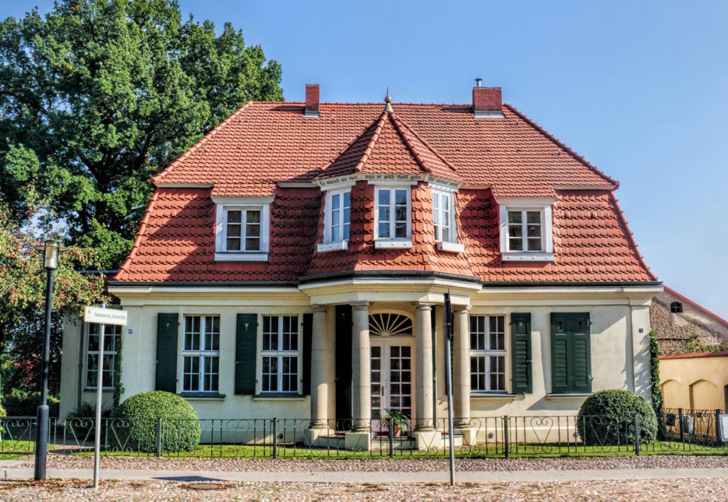 Eine architektonisch interessante Stadtvilla zählt zweifelsfrei zu den erhaltenswerten Altbauten. Bild: fotolia