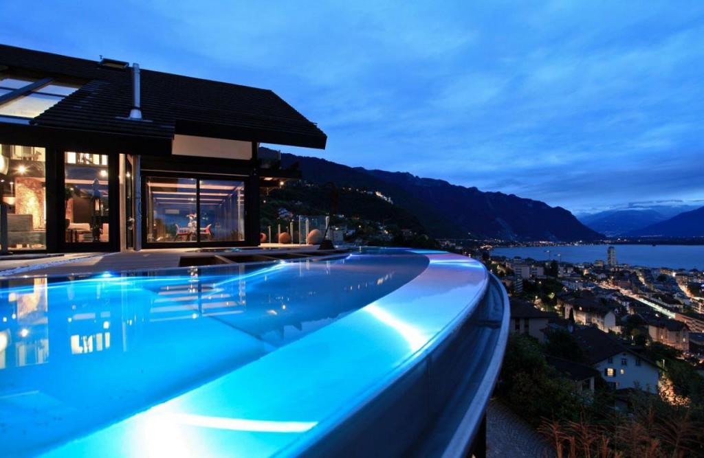 Die zauberhafte Abendstimmung lässt sich perfekt im Ringförmigen Pool genießen. Bild: Davinci Haus