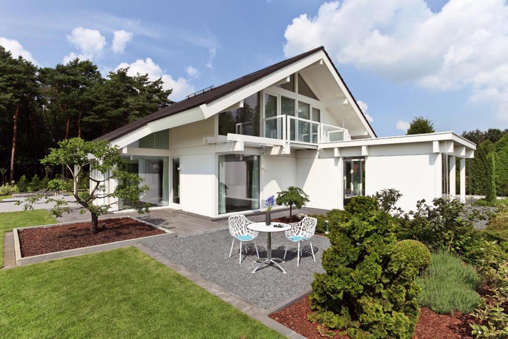 Typisch für die Davinci Haus Architektur ist die großzügige Fensterfläche auf der Giebelseite. Bild: Davinci Haus