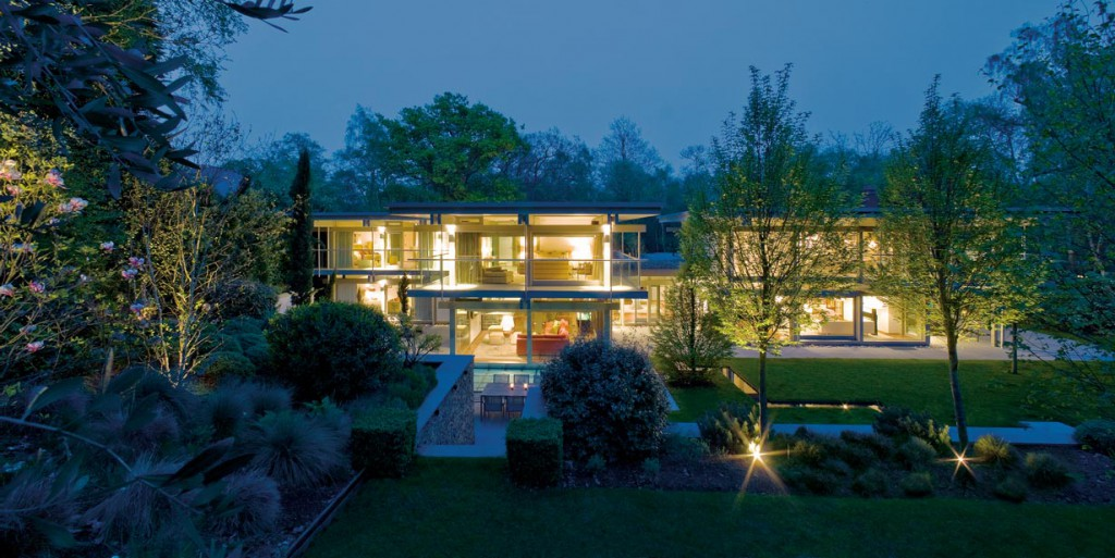 In der Abenddämmerung kommt das imposante Gebäude besonders gut zur Geltung. Bild: Huf Haus