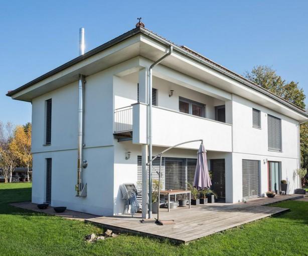Die südländische Bauweise ermöglicht zwei vollständige Wohngeschosse. Das großzügige Grundstück lässt viel Raum für Terrassen und Rasenflächen. Bild: tdx/Mein Ziegelhaus