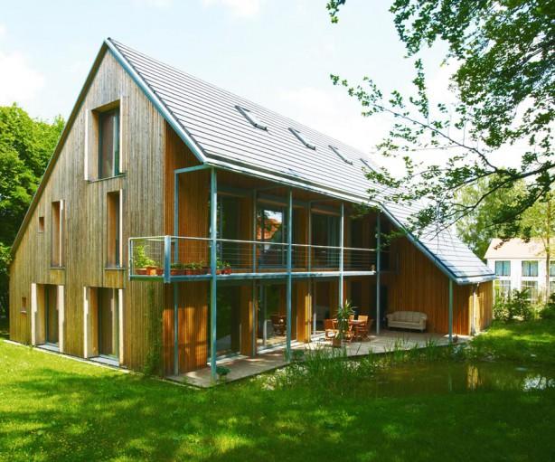 Eine hölzerne Fassade lässt das Ziegelhaus des Architekten Arlart besonders natürlich erscheinen. Bild: tdx/Mein Ziegelhaus