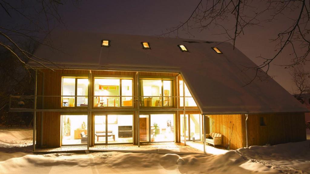 In der Dunkelheit kommt wirken die beleuchteten Fenster besonders eindrucksvoll. Bild: tdx/Mein Ziegelhaus
