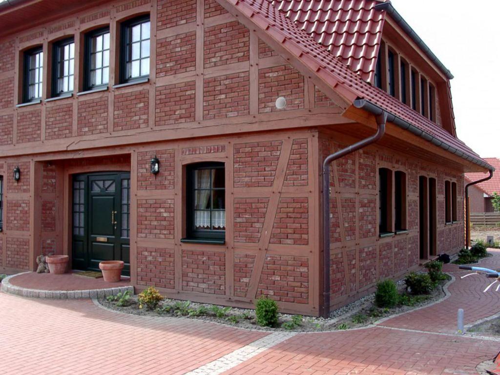 Die verspielte Schönheit von Fachwerk und Klinker wird für den privaten Hausbau langsam wieder entdeckt. Vormauerziegel schaffen ein herrschaftliches oder verträumtes Anwesen. Bild: Wienerberger Ziegelindustrie