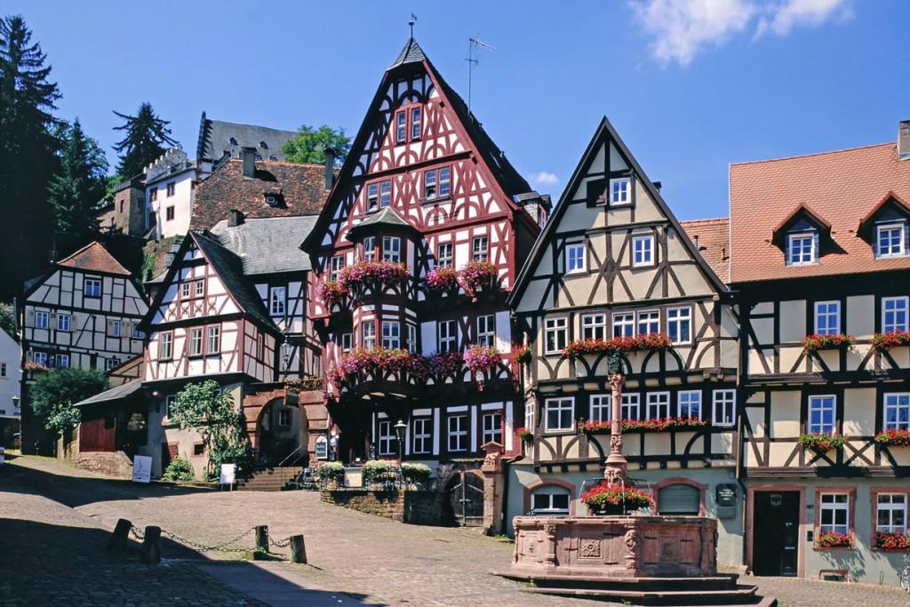 Fachwerkhäuser sind in vielen historischen Städten anzutreffen, wie hier in Miltenberg am Main. Bild: fotolia