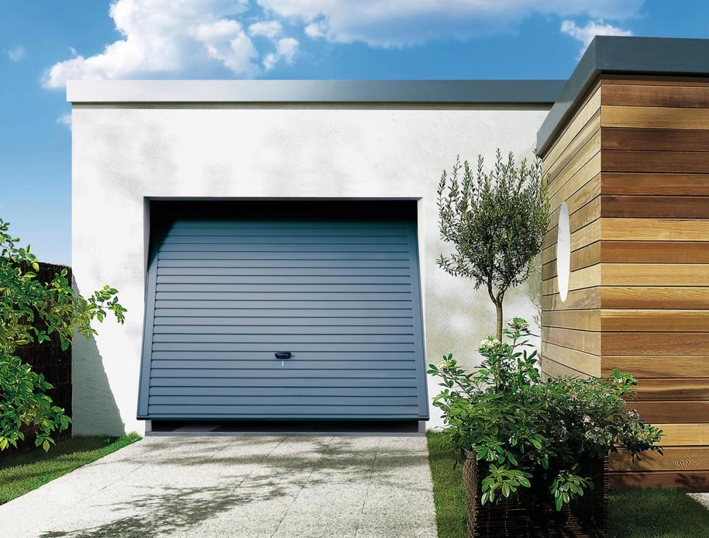Schwingtore sind der Klassiker und werden mit zwei Hebelarmen geöffnet. Sie überzeugen durch hochwertige Verarbeitung, einer breiten Modell- und Farbpalette und einem attraktiven Preisleistungsverhältnis. Bild: tdx/Novoferm/i&M Bauzentrum