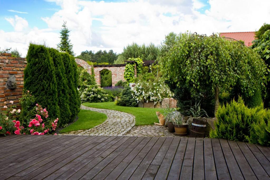 Wer Wert auf einen großzügigen Garten legt, dürfte mit einem haus auf dem Land deutlich besser beraten sein. Bild: fotolia