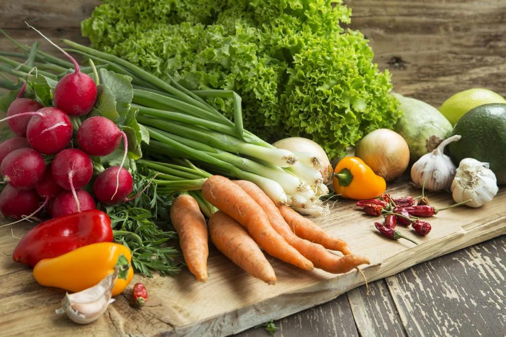 Bio-Gärtnern begeistert immer mehr Menschen, denn selbst angebautes Gemüse steht hoch im Kurs. Bild: fotolia