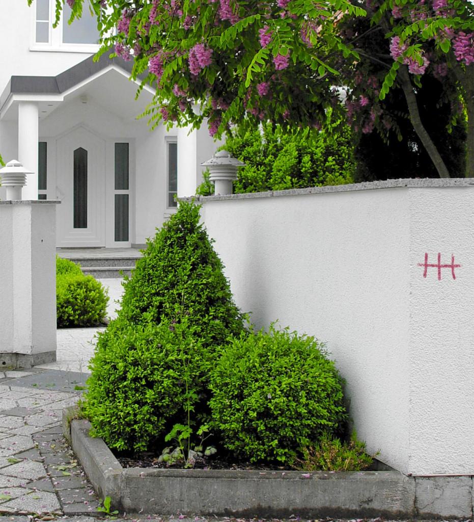 Sie sehen harmlos aus, können aber Vorboten großen Unheils sein - Gaunerzinken dienen Einbrecherbanden als Markierungen. Bild: hausidee.de