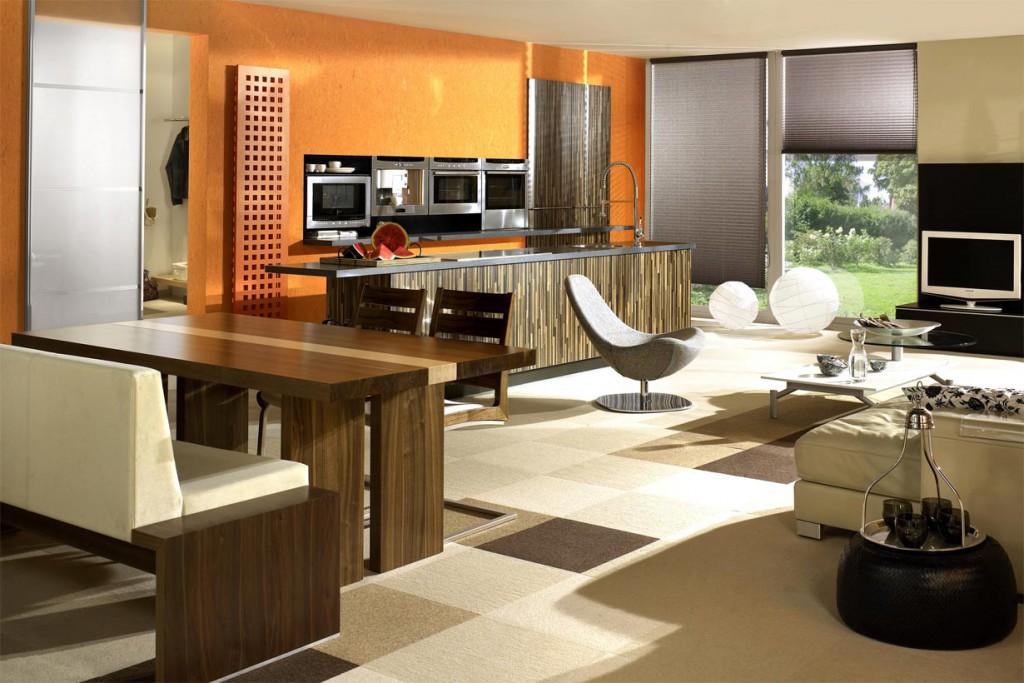 Da die Küche in einen großen Wohnbereich eingegliedert ist, muss sie sich optisch zurücknehmen und eher den Eindruck von Wohn- als Küchenmöbeln hinterlassen. Ein Tresen mit Arbeitsplatte ist typisch für eine Wohnküche. Bildquelle: tdx/Wössner