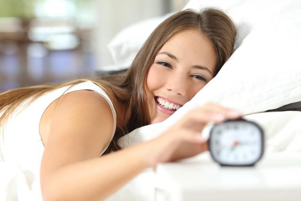 Bett, Matratze und Möbel sollten im Schlafzimmer perfekt auf die eigenen Bedürfnisse ausgerichtet sein. Bild: fotolia