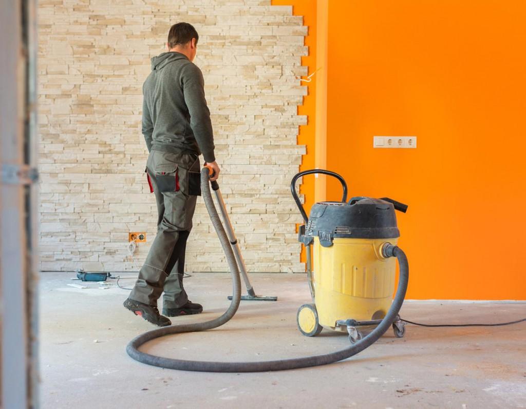 Wenn Schaufel und Besen nicht mehr ausreichen, müssen professionelle Reinigungsgeräte ran. Bild: fotolia