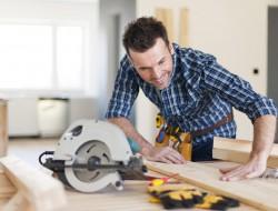 Beim Bauen selber Hand anzulegen macht Spaß und kann zudem viel Geld sparen. Bild: fotolia