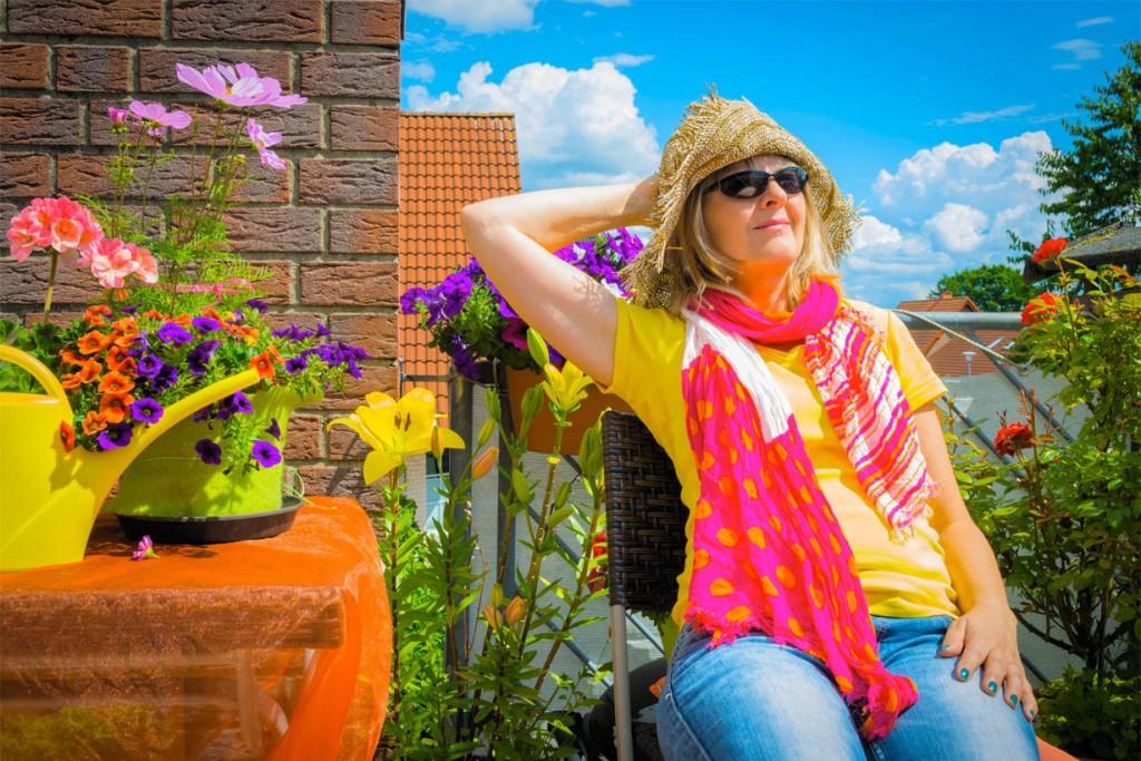 Geranien und Petunien gehören zu den beliebtesten Balkonpflanzen. Sie setzen nicht nur kräftige Farbakzente, sondern sind zudem robust und pflegeleicht. Bild: tdx/homesolute.com/fotolia