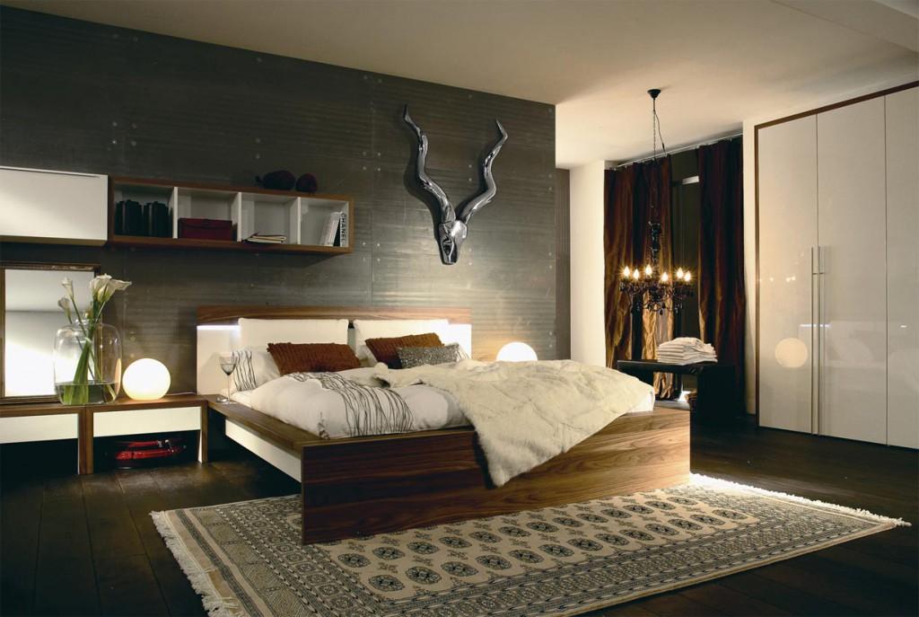 Erst die passende Lichtinszenierung bringt eine Atmosphäre voller Behaglichkeit und Wärme ins Schlafzimmer. Leuchtkugeln aus Opalglas tauchen den Raum in diffus-indirektes Licht und bringen Ruhe und Entspannung. Bild: tdx/Hülsta