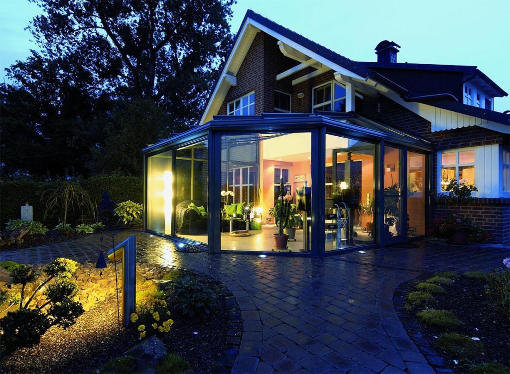 Wintergärten aus Aluminium sind sehr beliebt, da sie bei minimalem Pflegeaufwand viele Jahre lang schön und resistent gegen Wind und Wetter bleiben. Bildquelle: tdx/Weinor