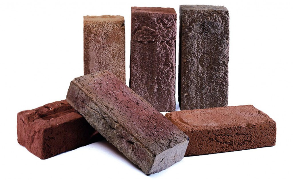 Handform-Ziegel sind rustikale und raue, aber auch robuste Steine. Ihr Charakter strahlt Natürlichkeit und Wärme aus, ihr Stil reicht von friesisch bis mediterran. Bild: Wienerberger Ziegelindustrie