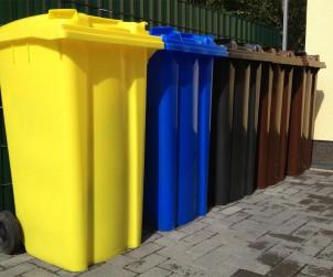 Durchblick im Farbendschungel: Die Mülltrennung scheint durch die farbliche Markierung der Tonnen einfach und logisch, birgt aber ihre Tücken. Bild: tdx/Allianz pro Nachhaltigkeit/Fotolia