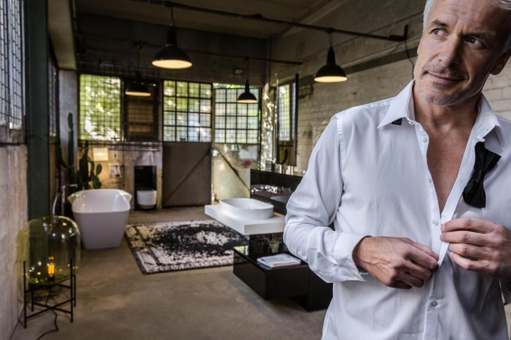 Nur dem eigenen Stil verpfl ichtet: Entspannung fi nden in einem Ambiente, in dem Mann sich wohl fühlt. Bild: burgbad