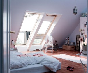 Ob Kinder-, Schlafzimmer oder Hobbybereich - aus dem Dachboden lässt sich mehr machen als ein öder Speicher oder eine verstaubte Rumpelkammer. Bild: tdx/dach.de
