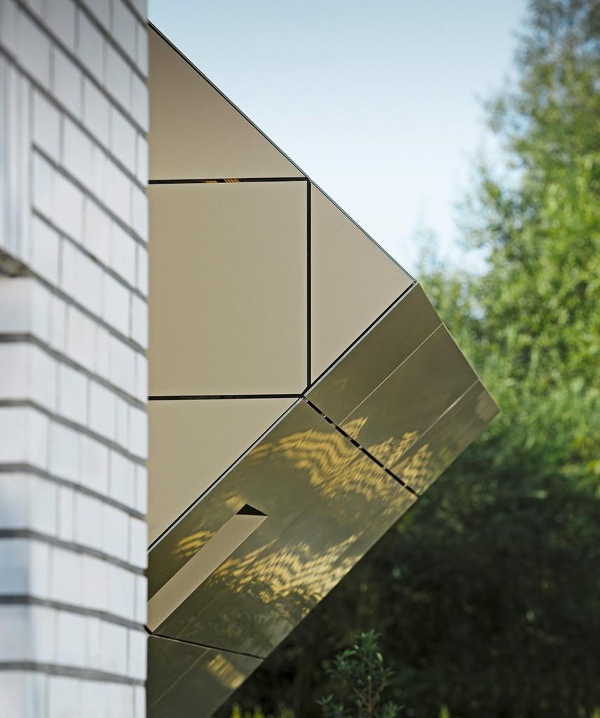 Kristall als Top-Erweiterung und Blickfang des klassischen Einfamilienhaus-Würfels. Bild: Prefa/Croce