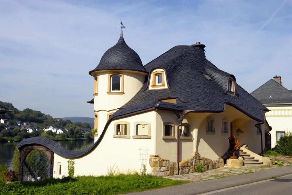 Wohnhaus mit Schieferdach in Wilder Deckung in Zell an der Mosel. Bild: Rathscheck Schiefer