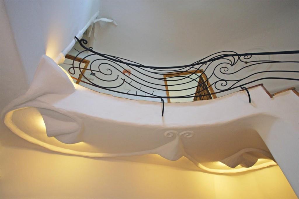 iebevolle Gestaltung des Treppengeländers und der Deckenbeleuchtung im Flur. Bild: Rathscheck Schiefer