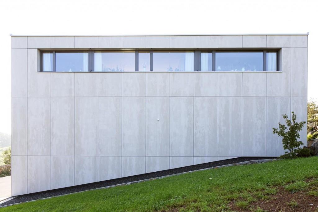 Als natürliches Material mit besonderer Struktur und Haptik wählten die Architekten Faserzement. Damit entstand eine Gebäudehülle aus einem Guss. Bild: Conné van d'Grachten, Ulm