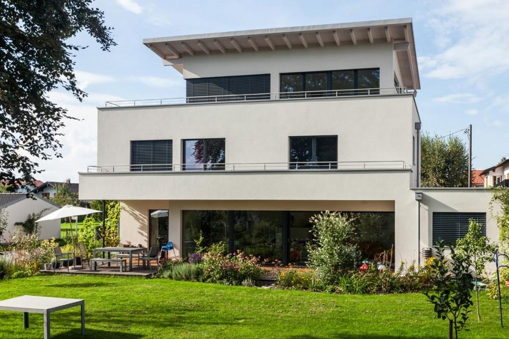 Über drei Geschosse zeichnet sich das Wohnhaus in Stephanskirchen durch eine homogene Oberfläche aus. Bild: Stephan Lichius, Stephan Lechner GmbH
