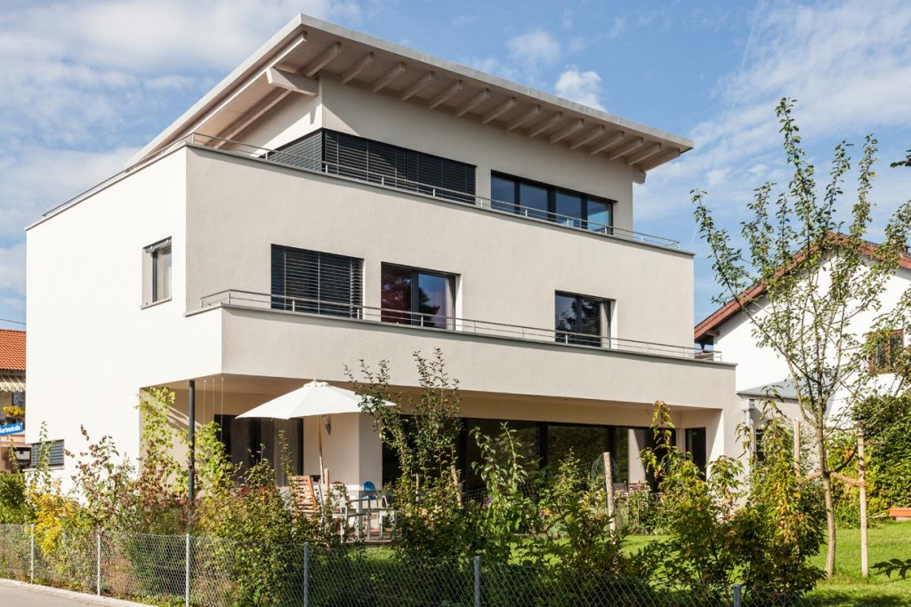 Gesund und nachhaltig dank Holzfaserdämmung an Dach, Wand und Fassade. Bild: Stephan Lichius, Stephan Lechner GmbH