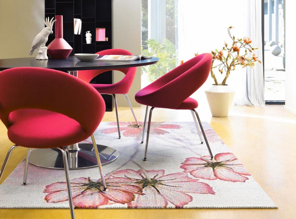 Teppiche mit großflächigen, fotorealistischen Blumen in romantischer Farbgebung bringen Frühlingsgefühle ins Haus. Bild: tdx/Arte Espina
