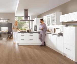 Hochwertige Ausstattung, ansprechendes Design und eine Einbettung in den Wohnraum machen aus der Küche einen Mittelpunkt. Ein Küchenberater hilft bei der optimalen Planung der Traumküche. Bild: tdx/Küchen Quelle