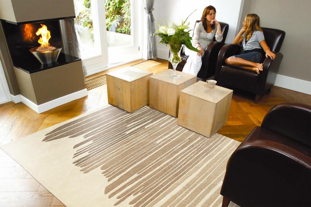 Alternativ eignet sich in einem eher klassischen Wohnzimmer ein Teppich der leicht zu reinigen ist und auch einmal mit Schuhen betreten werden kann. Bild: tdx/Arte Espina