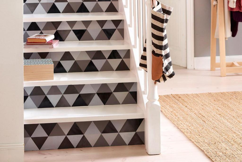 Idee #1. Warum nicht die Treppenstufen mit einer Tapete verschönern? Bild: P+S