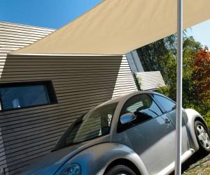 Sonnensegel sind ein flexibler Schutz gegen Sommerhitze. Sie lassen sich fest oder mobil aufbauen und spenden nicht nur über Terrasse und Swimming Pool Schatten, sondern als Carport auch dem Auto. Bild: tdx/Caravita