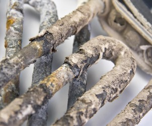 Ungeeignetes Füllwasser führt zu Belagsbildungen im Heizsystem. Energieverluste und Funktionsstörungen können die Folge sein. Die permasoft Entmineralisierungseinheit bereitet das Füllwasser in nur einem Arbeitsschritt normgerecht auf. Bild: tdx/Perma-Trade
