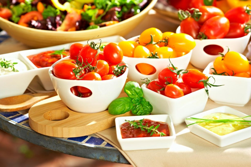 Gemüse selber anbauen ist leichter als gedacht. Selbst geerntete Snacktomaten schmecken besonders aromatisch und passen hervorragend zu Salaten, Pizzas und Pasta. Bild: Volmary/Lubera