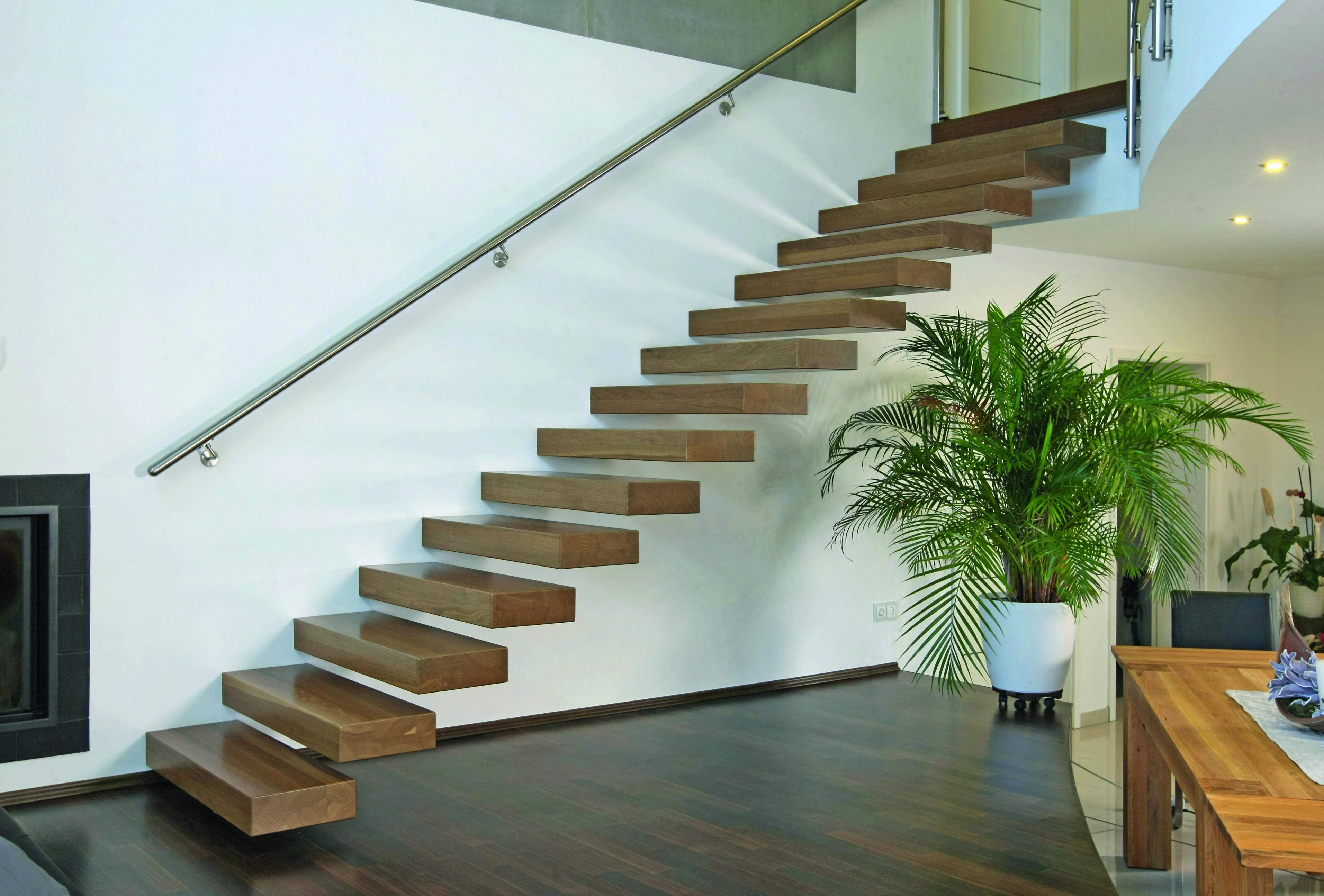 Wer es außergewöhnlich mag: Eine Kragstufentreppe ist auf das Wesentliche reduziert und gleichzeitig ein Blickfang im Raum. (Bild: Treppenmeister)