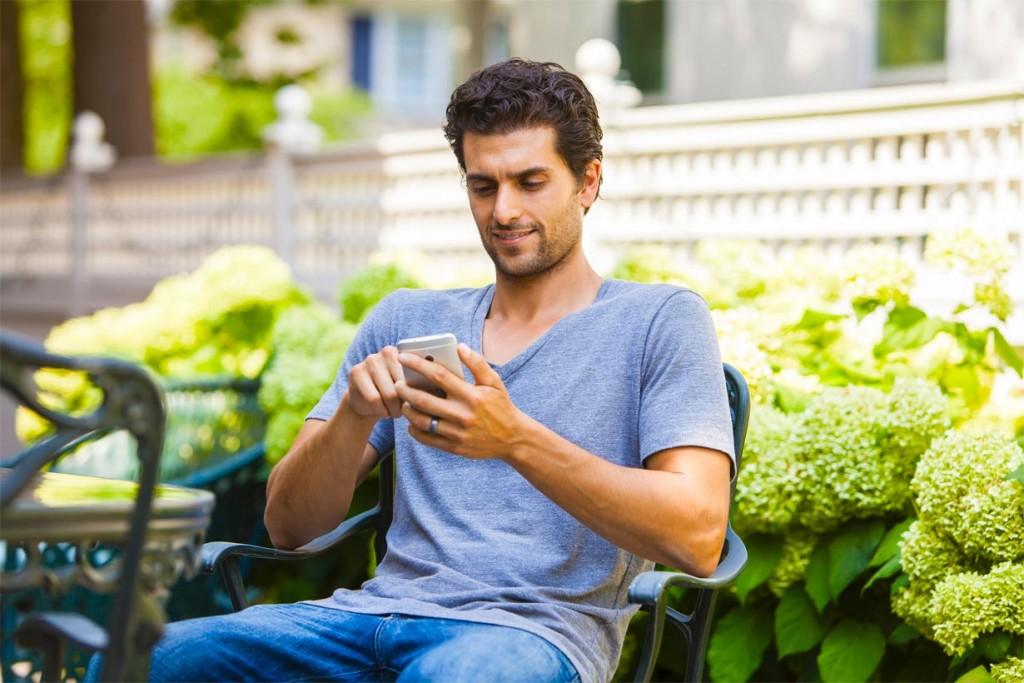 """Im """"Smart Home"""" oder dem """"Internet der Dinge"""" werden Gegenstände durch das Internet verbunden, um die Wohn- und Lebensqualität zu erhöhen, Sicherheit zu empfinden und Energie effizienter zu nutzen. Das Unternehmen Chamberlain ist mit seiner mobilen Antriebssteuerung myQ Teil des Prozesses. Damit kann der Verbraucher Steuerungsszenarien einstellen, die beispielsweise in Abwesenheit Energie sparen. Bild: tdx/Chamberlain"""