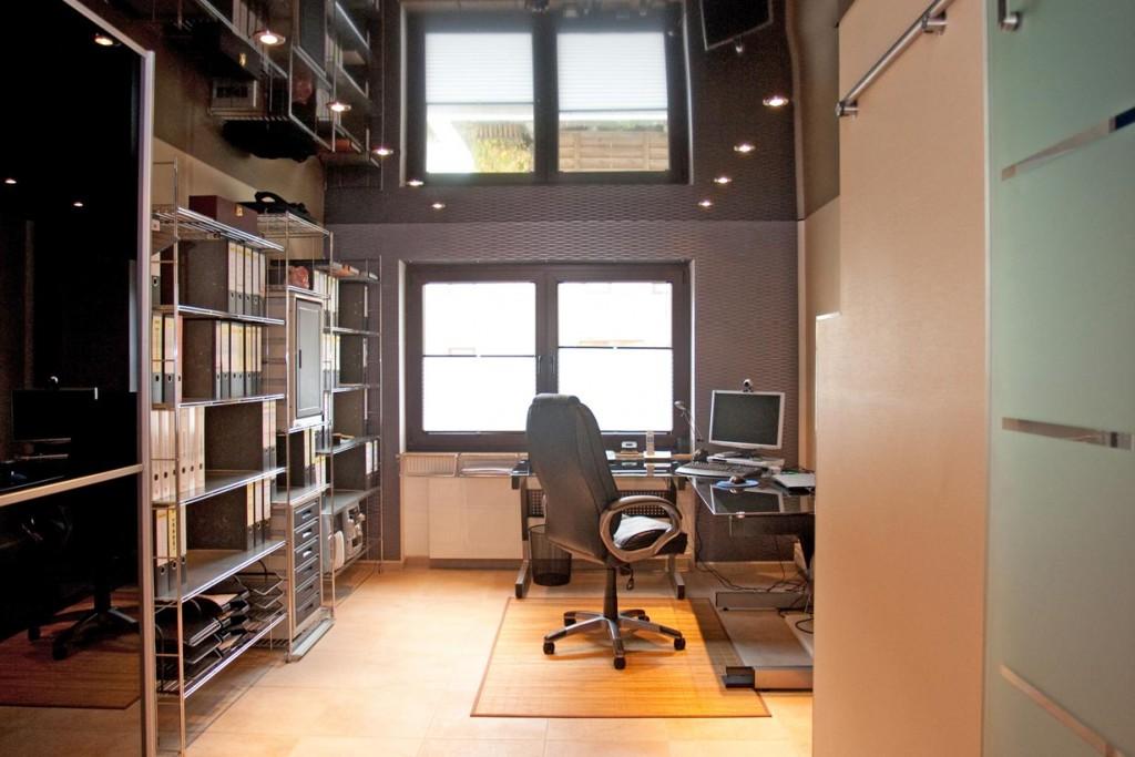 Praktisch und zweckmäßig - das Arbeitszimmer im bekannten Look. Bild: Ciling