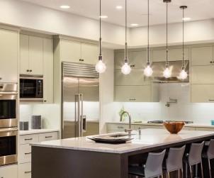 Für eine grundständige Beleuchtung in der Küche reicht eine Deckenlampe aus. Bild: fotolia