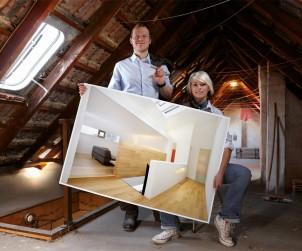 Die Dämmung des Dachs ist eine sehr effiziente Methode, um Wärmeverluste zu verringern. Dabei kann vom Inennraum aus zwischen und unter den Sparren gedämmt werden. Bild: tdx/SAINT-GOBAIN ISOVER