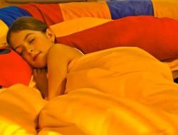 Kinder lernen jeden Tag viel Neues dazu, das im Schlaf verarbeitet und verinnerlicht wird. Tiefschlafphasen sorgen dafür, dass das Langzeitgedächtnis mit Wissen und Erkenntnissen geradezu trainiert wird. Bild: tdx/Tasso